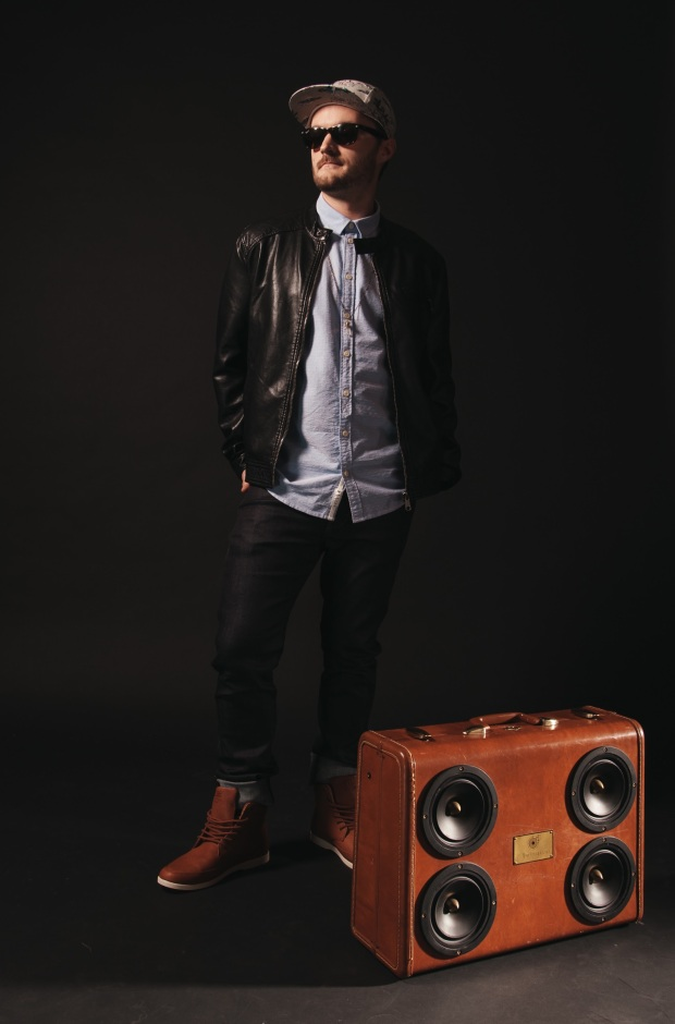 nick-middleton-2015-promo-boombox-shot-photo-credit-mark-brennan